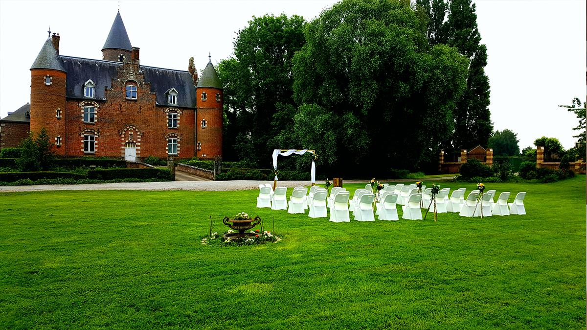 cérémonie laïque- château- arche bois-housse de chaise-entr-e2