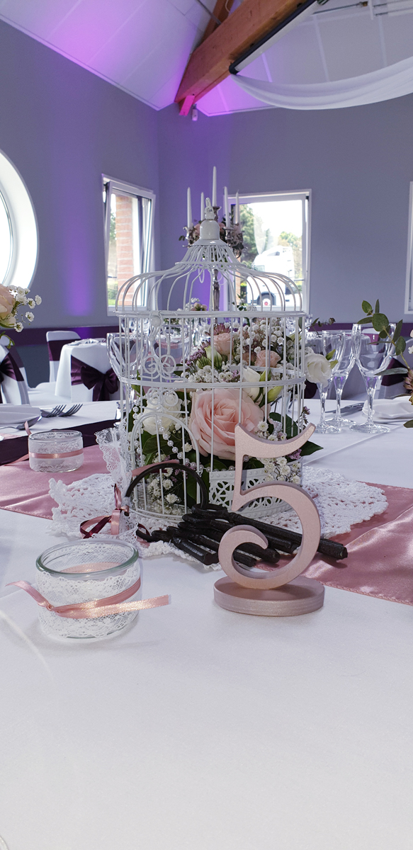 centre-de-table-vintage-chic-cagette-rose-gold-photophore-dentelle-chemin-de-table-rose-quartz--clefs-anciennes-entr-e2
