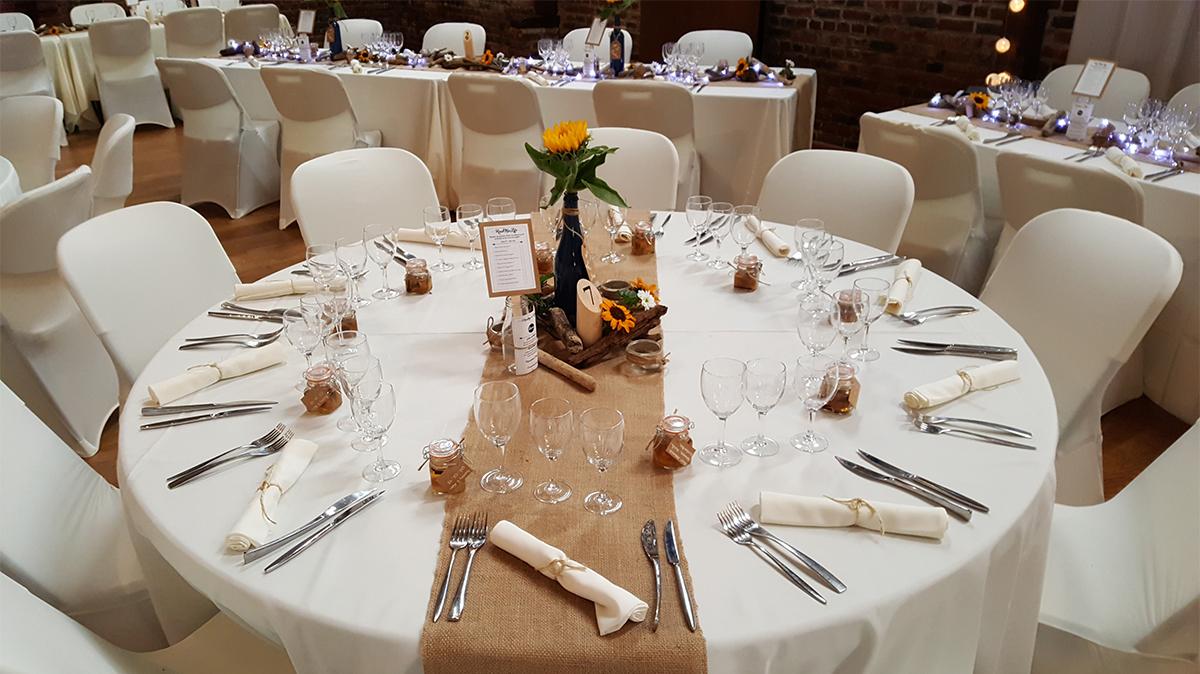 décoration de mariage champêtre-centre de table champêtre-chemin de table jute-nappe mariage-entr-e2