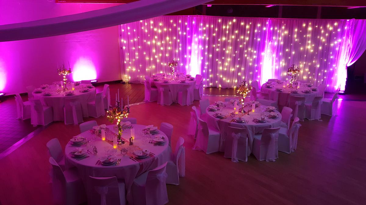 décoration-de-mariage-lumineuse-rideau-led-chandelier-entr-e2