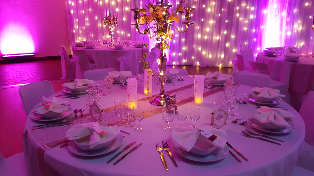 décoration-de-mariage-rose-gold-menu-photophore-centre-de-table-chandelier-entr-e2