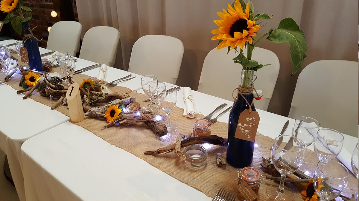 décoration mariage champêtre-chemin de table jute-housse de chaise- centre de table champêtre-entr-e2