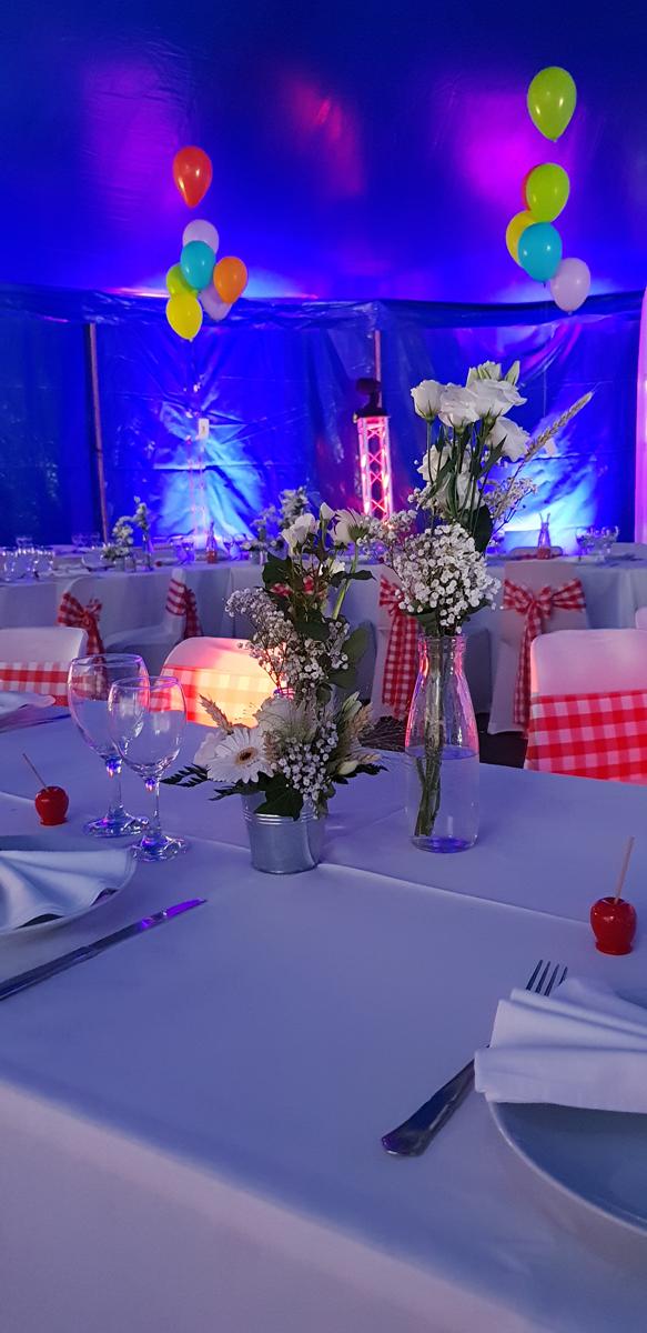 décoration-mariage-rétro-foire-ballon-pomme-d'amour-totem-lyre-chapiteau-cirque-mariage