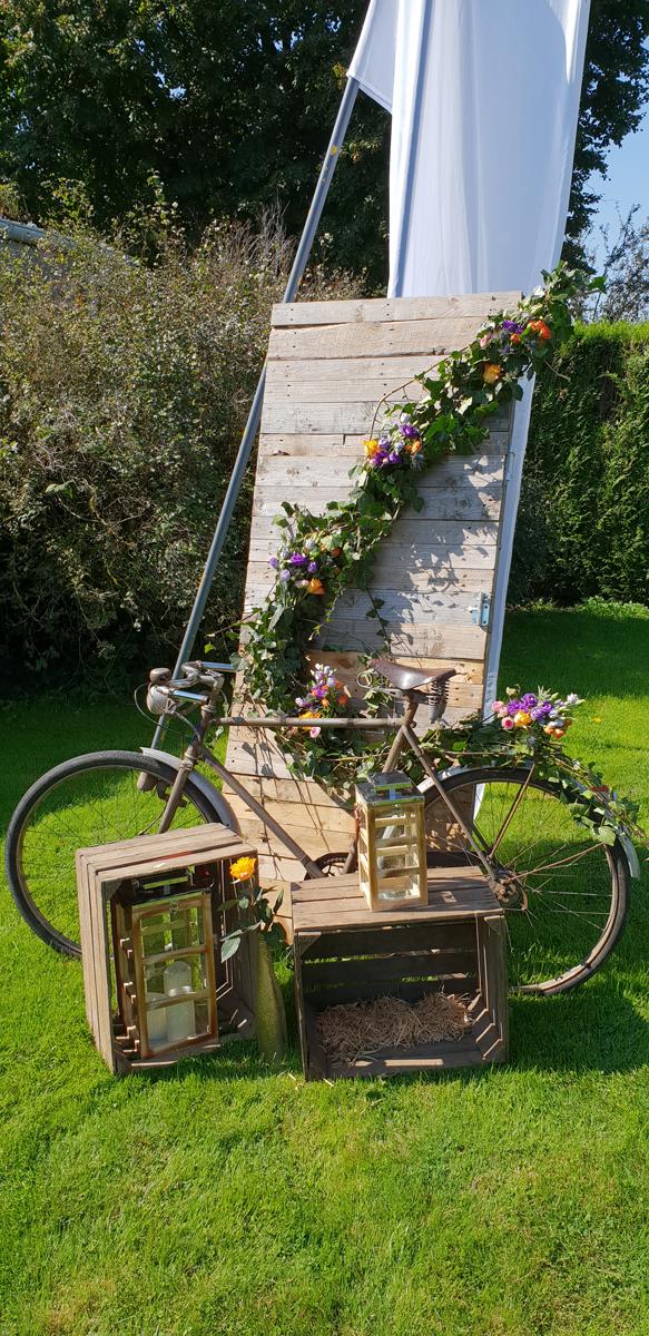 décoration-photobooth-champêtre--vélo-ancien-cagette---lanterne-entr-e2