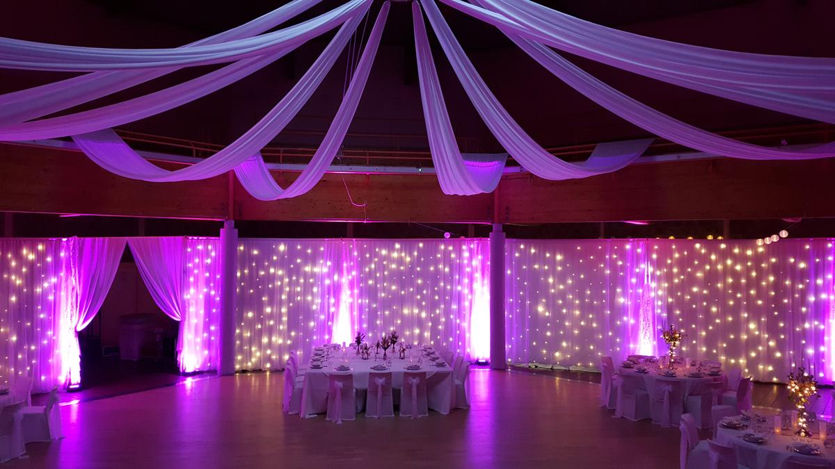 salle-des-fête-Grand-Fort-Phillipe-décoration-mariage-rideaux-lumineux-tentures-lycra-mariage-rose-entr-e2